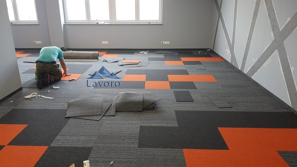 wykładzina dywanowa flotex dostarczana jest w rolkach lub płytkach